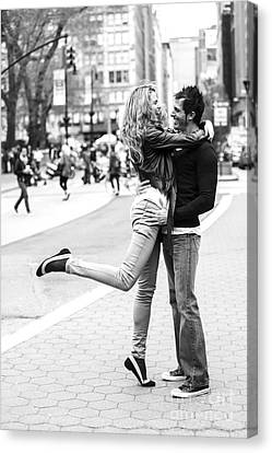 Lovers In The City Canvas Print by Diane Diederich