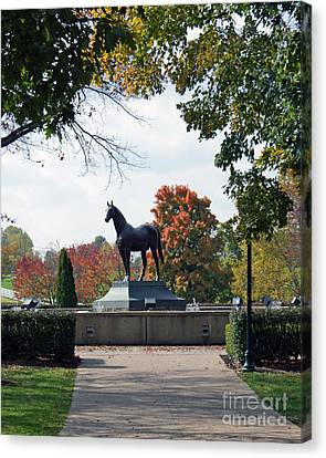 Man O' War Statue  Canvas Print by Roger Potts