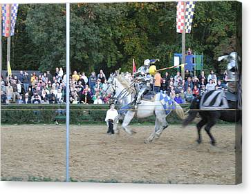Maryland Renaissance Festival - Jousting And Sword Fighting - 121253 Canvas Print by DC Photographer