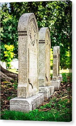 Memphis Elmwood Cemetery Monument - Four In A Row Canvas Print by Jon Woodhams