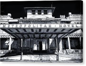 Metropolitan Hotel Canvas Print by John Rizzuto