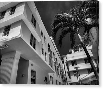 Miami - Deco District 008 Bw Canvas Print by Lance Vaughn