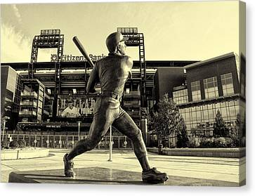 Mike Schmidt At Bat Canvas Print by Bill Cannon
