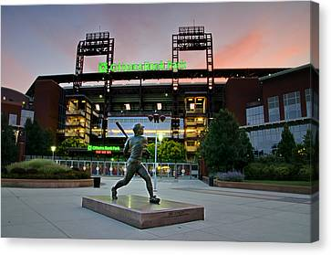 Mike Schmidt Statue At Dawn Canvas Print by Bill Cannon