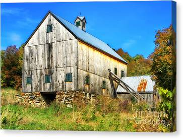 Milton Barn In Orton Canvas Print by Deborah Benoit