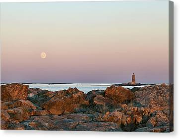 Moon And Whaleback Canvas Print by Eric Gendron