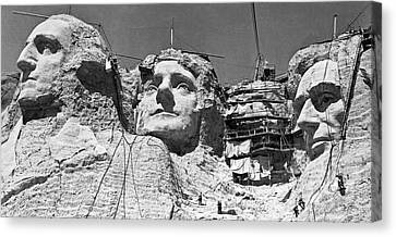 Mount Rushmore In South Dakota Canvas Print by Underwood Archives