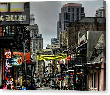 New Orleans - Bourbon Street 008 Canvas Print by Lance Vaughn