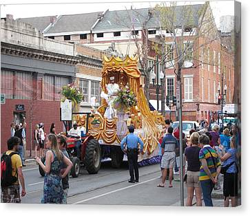New Orleans - Mardi Gras Parades - 121259 Canvas Print by DC Photographer