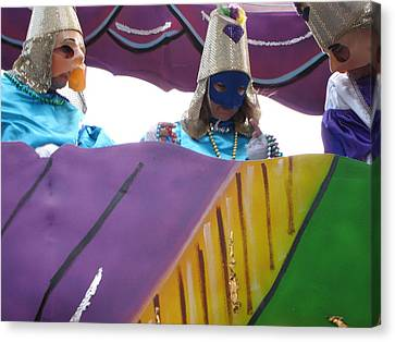 New Orleans - Mardi Gras Parades - 12128 Canvas Print by DC Photographer