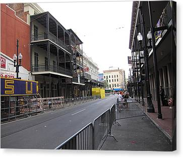 New Orleans - Seen On The Streets - 121237 Canvas Print by DC Photographer