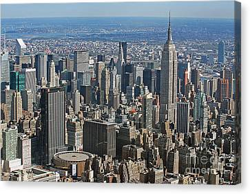 New York Manhattan Areal View  Canvas Print by Lars Ruecker