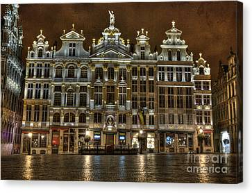 Night Time In Grand Place Canvas Print by Juli Scalzi