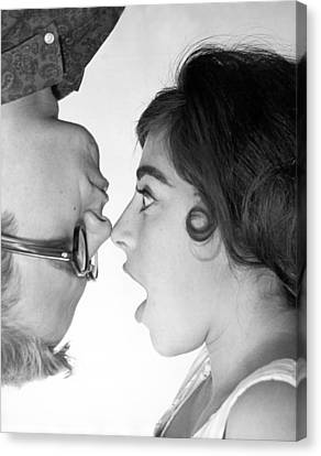 Nose To Nose Canvas Print by Underwood Archives