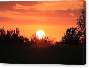 October East Texas Sunset Canvas Print by Lorri Crossno
