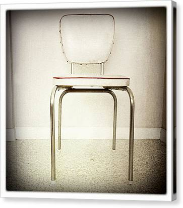 Old Chair Canvas Print by Les Cunliffe
