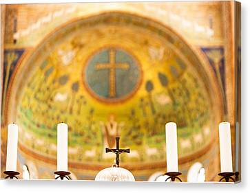 Old Church Alter In Umbria Canvas Print by Susan  Schmitz