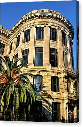 Old Courthouse-new Orleans Canvas Print by Judy Vincent