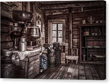 Old Farm House Canvas Print by Erik Brede