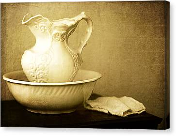 Old Fashioned Pitcher And Basin Canvas Print by Lincoln Rogers