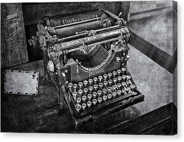 Old Fashioned Underwood Typewriter Bw Canvas Print by Susan Candelario
