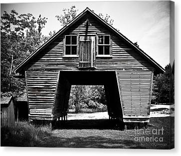 Old Corn Crib Canvas Print by Colleen Kammerer