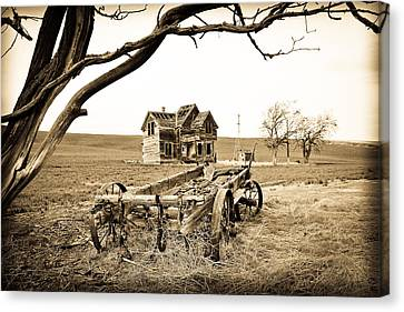 Old Wagon And Homestead Canvas Print by Athena Mckinzie