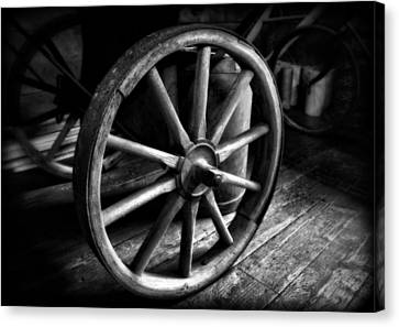 Old Wagon Wheel Black And White Canvas Print by Dan Sproul