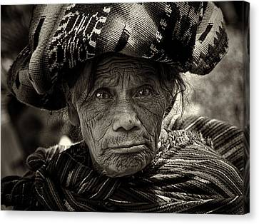 Old Woman Of Chichicastenango Canvas Print by Tom Bell