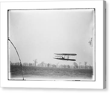 Orville Wright Flight 85 Canvas Print by MMG Archives