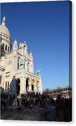 Outside The Basilica Of The Sacred Heart Of Paris - Sacre Coeur - Paris France - 01136 Canvas Print by DC Photographer
