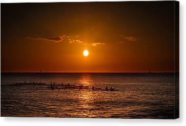 Paddle Into The Sunset In Hawaii Canvas Print by Tin Lung Chao