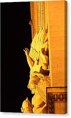 Paris France - Arc De Triomphe - 01133 Canvas Print by DC Photographer