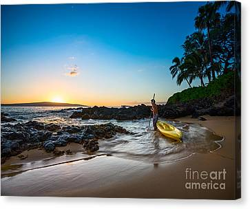 Perfect Ending - Beautiful And Secluded Secret Beach In Maui Canvas Print by Jamie Pham