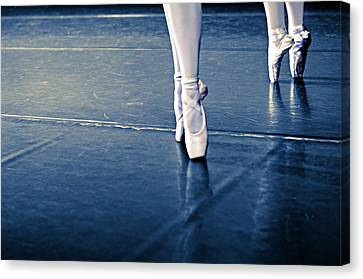Pointe Canvas Print by Laura Fasulo