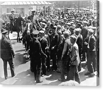 Police Confront Sf Strikers Canvas Print by Underwood Archives