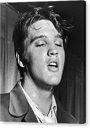 Portrait Of Elvis Presley Canvas Print by Underwood Archives