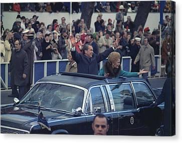 President And Mrs. Nixon Waving Canvas Print by Everett
