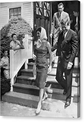 President Kennedy And Jackie Canvas Print by Underwood Archives