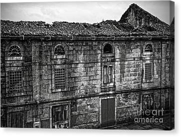 Principal Theatre In Ruins Bw Canvas Print by RicardMN Photography