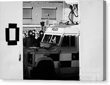 Psni Surveillance Land Rover Watches Crowd On Crumlin Road At Ardoyne Shops Belfast 12th July Canvas Print by Joe Fox