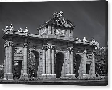 Puerta De Alcala Canvas Print by Susan Candelario