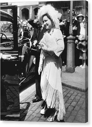 Queen Elizabeth Fashion Canvas Print by Underwood Archives