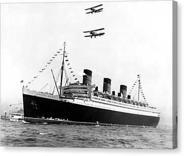 Queen Mary Maiden Voyage Canvas Print by Underwood Archives