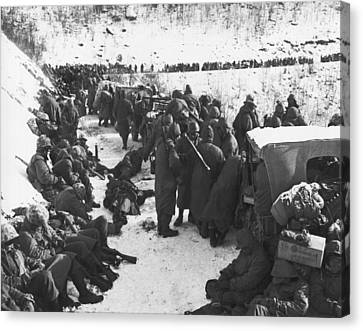 Retreat From Chosin Reservoir Canvas Print by Underwood Archives