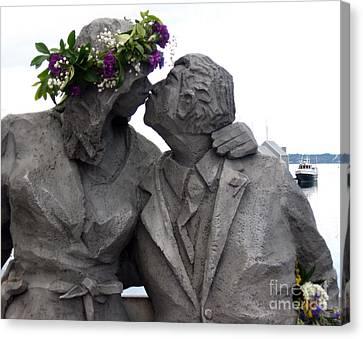 Richard Beyer Kissing Couple Statue Olympia Wa Canvas Print by Ellen Miffitt