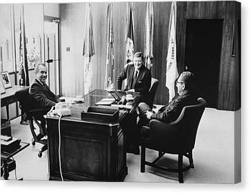 Richard Nixon And Henry Kissinger Canvas Print by Everett
