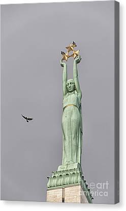 Riga Freedom Monument 03 Canvas Print by Antony McAulay