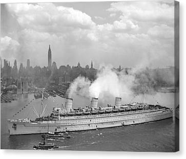 Rms Queen Mary Arriving In New York Harbor Canvas Print by War Is Hell Store