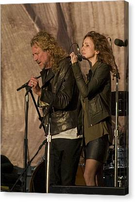 Robert Plant And Patty Griffin Canvas Print by Bill Gallagher